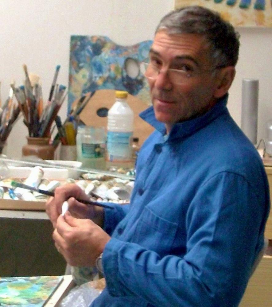 Gilbert Baubeau dans son atelier